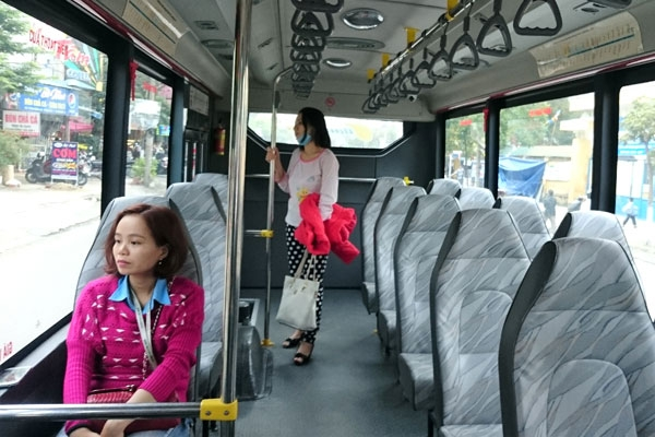Qua 2 tháng triển khai, 5 tuyến xe buýt mới có trợ giá của Đà Nẵng vẫn thưa khách Vui lòng để nguồn: http://yeudanang.org/xe-buyt-vip-gia-re-da-nang-no-luc-hut-khach-bang-smartphone.html