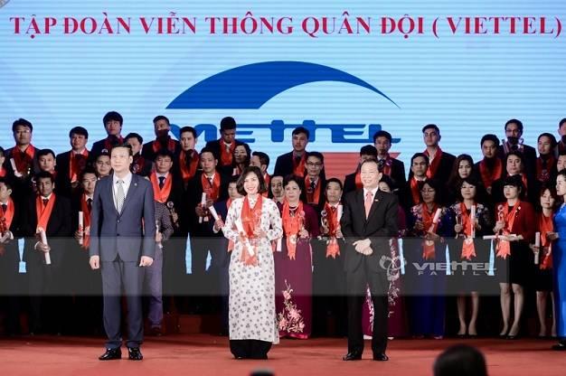 Viettel tiếp tục đạt danh hiệu Top dẫn đầu Thương hiệu mạnh Việt Nam 2016.