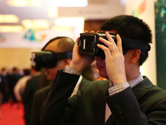 Các thuê bao Viettel trải nghiệm dịch vụ thực tế ảo qua mạng 4G.