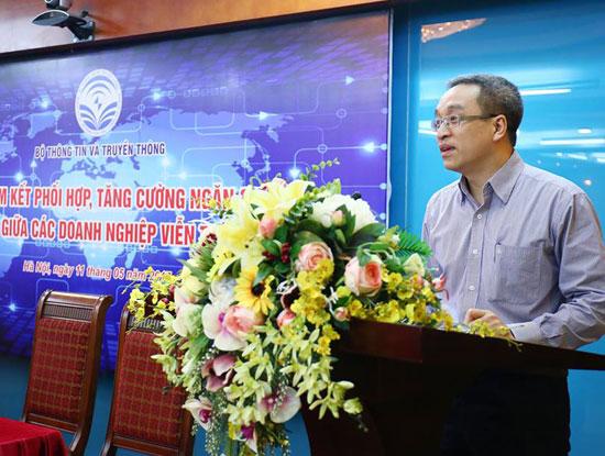 Thứ trưởng Bộ TT&TT Phan Tâm tin tưởng cam kết phối  hợp, tăng cường ngăn chặn tin nhắn rác giữa các doanh nghiệp viễn thông sẽ được triển khai một cách tích cực, hiệu quả, mang lại kết quả như kỳ vọng (Ảnh: Thái Anh)