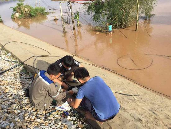 FPT Telecom cho biết vẫn đang nỗ lực để đưa kết nối dịch vụ trở lại bình thường trong khi vẫn túc trực và gia cố phòng diễn biến phức tạp của mưa bão.