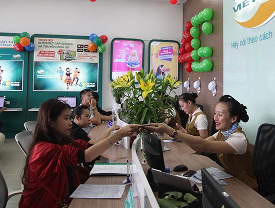 Tại các cửa hàng của Viettel rất nhiều các bạn sinh viên đến đổi SIM 4G