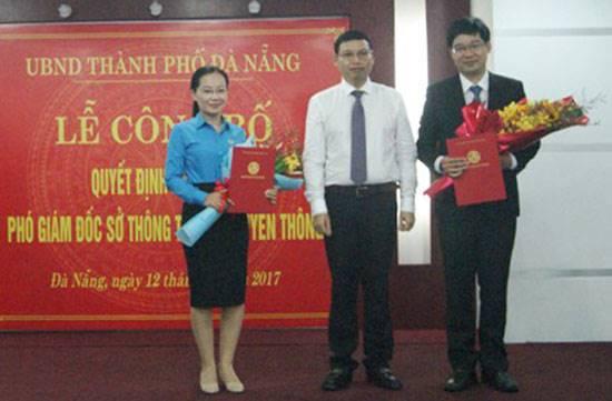 Bà Nguyễn Thị Phượng và ông  Lê Sơn Phong nhận quyết định bổ nhiệm chức vụ Phó Giám đốc Sở TT&TT Đà Nẵng. Ảnh: Sở TT&TT Đà Nẵng