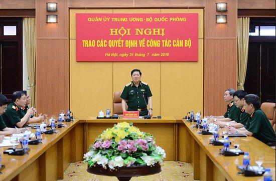 Đại tướng Ngô Xuân Lịch, Ủy viên Bộ Chính trị, Phó bí thư Quân ủy Trung ương, Bộ trưởng Bộ Quốc phòng tại lễ trao quyết định giao nhiệm vụ cho Thiếu tướng Lê Đăng Dũng.