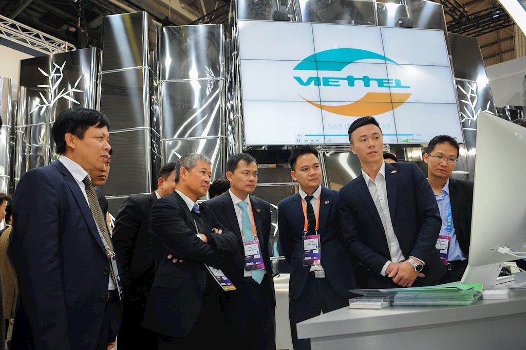 Giải pháp kết nối thông minh của Viettel trình diễn là những giải pháp được xây dựng dựa trên việc giải quyết các bài toán của chính Viettel hoặc của Việt Nam đặt ra đồng thời đã và đang được triển khai tại 11 thị trường mà Viettel kinh doanh.